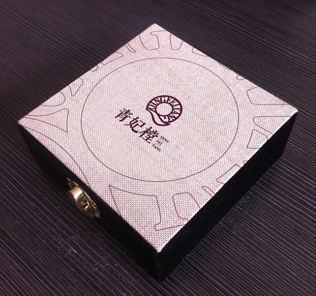青妃樘-服饰VI设计